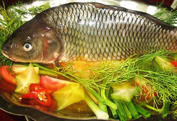 Ngon tuyệt với món cá chép giòn nấu mẻ thơm mát ngày hè